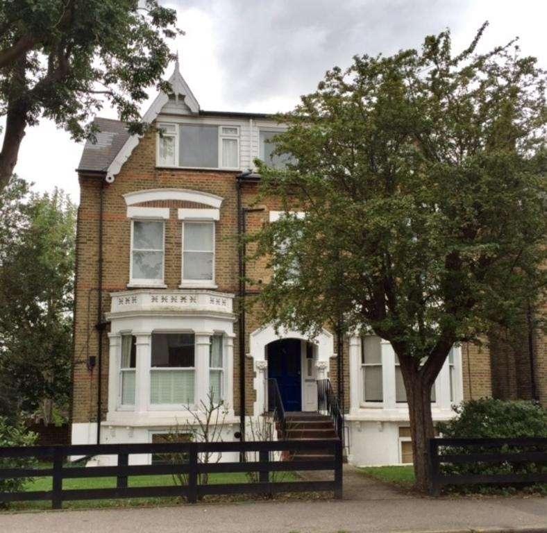 Studio Flat for sale in Worple Road - WIMBLEDON