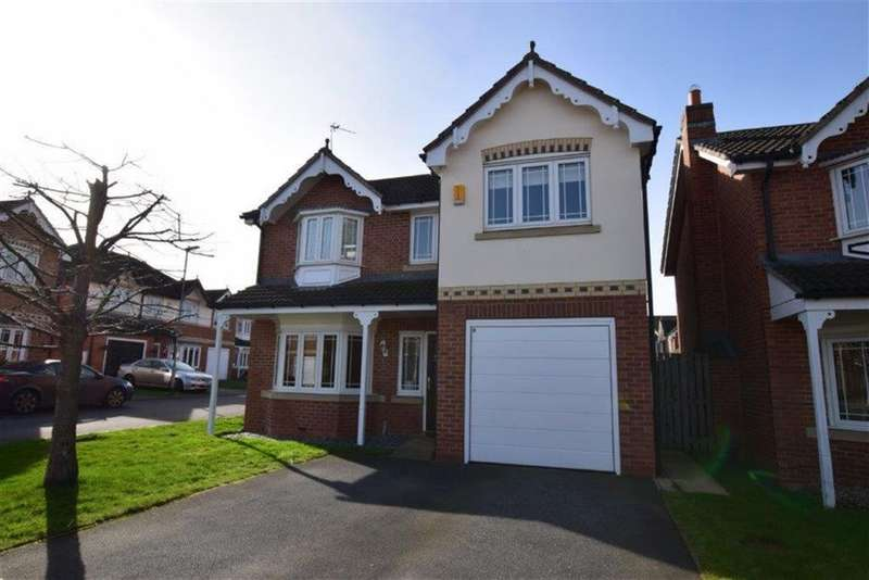 4 Bedrooms Detached House for sale in Whinmoor Drive, Clayton West, Huddersfield, HD8