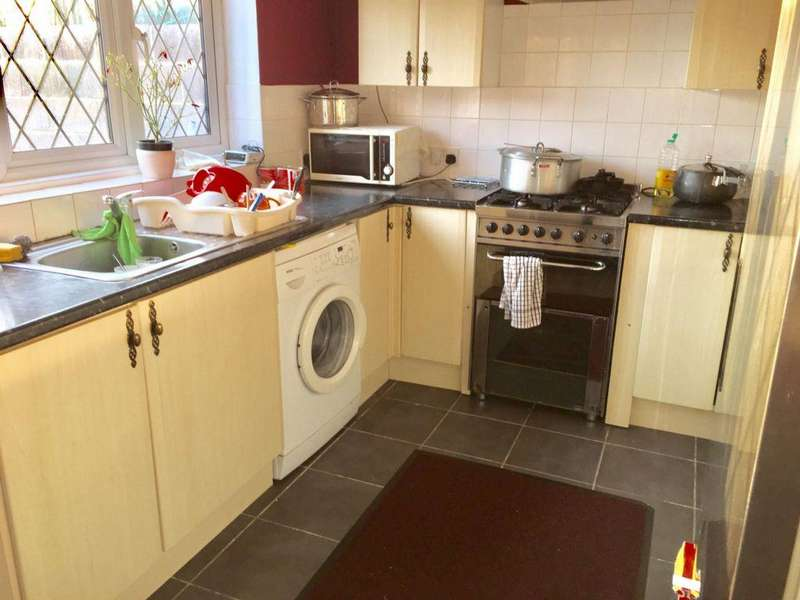 3 Bedrooms House for sale in Welwyn Way, Hayes, UB4