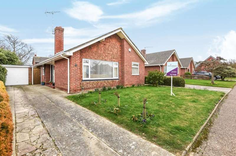 3 Bedrooms Detached Bungalow for sale in Boxgrove Gardens, Aldwick, Bognor Regis, PO21