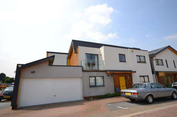 4 Bedrooms Detached House for sale in Cairns Avenue, Mitcham, London, SW16