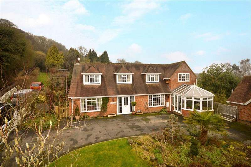 4 Bedrooms Detached House for sale in Denwood Street, Crundale, Canterbury, Kent