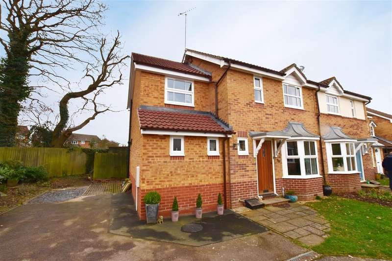 3 Bedrooms House for sale in Earles Meadow, Horsham