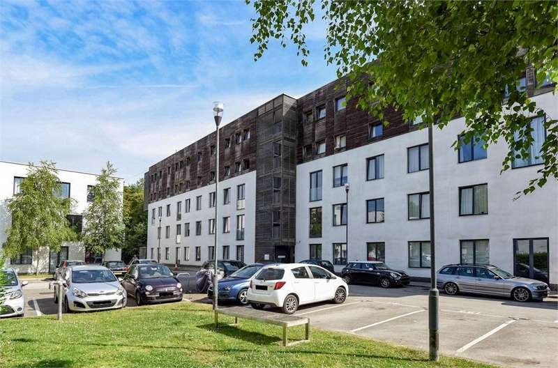 2 Bedrooms Flat for sale in Ethelred Court, Godstone Road, Whyteleafe, Surrey