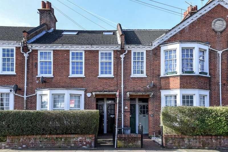 3 Bedrooms Flat for sale in Swaby Road, Earlsfield, SW18
