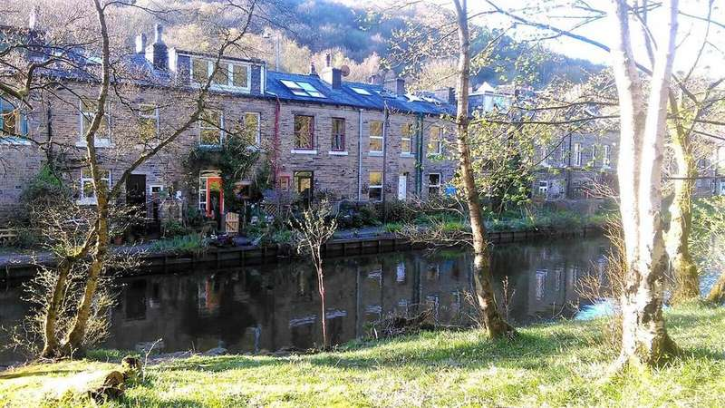 3 Bedrooms Terraced House for sale in Groudle Glen, Charlestown, Hebden Bridge