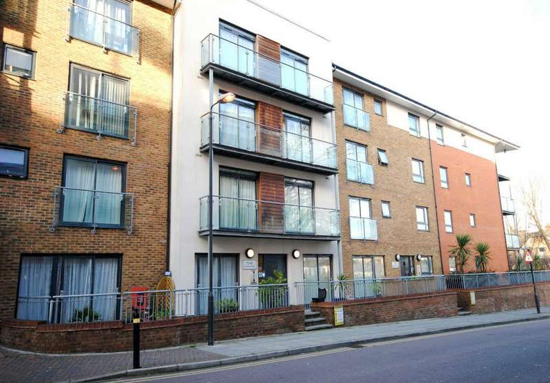 1 Bedroom Flat for sale in Hither Green Lane SE13