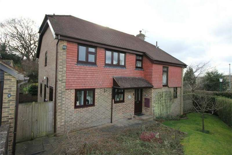 4 Bedrooms Detached House for sale in 5 The Cloisters, BATTLE, East Sussex