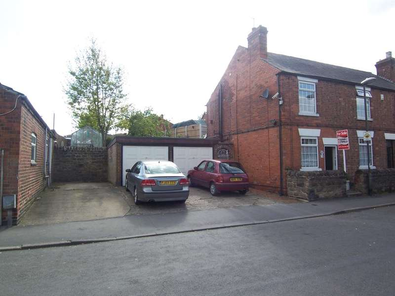 3 Bedrooms Semi Detached House for sale in Laceyfields Road, Langley