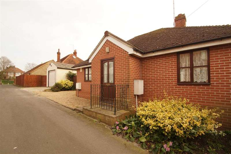 2 Bedrooms Bungalow for sale in Whaley Road, Colchester