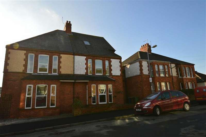 4 Bedrooms Semi Detached House for sale in Clifford Street, Hornsea, East Yorkshire