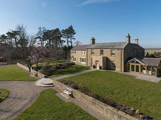 6 Bedrooms Country House Character Property for sale in Ulgham Park Farmhouse, Ulgham, Morpeth, Northumberland NE61
