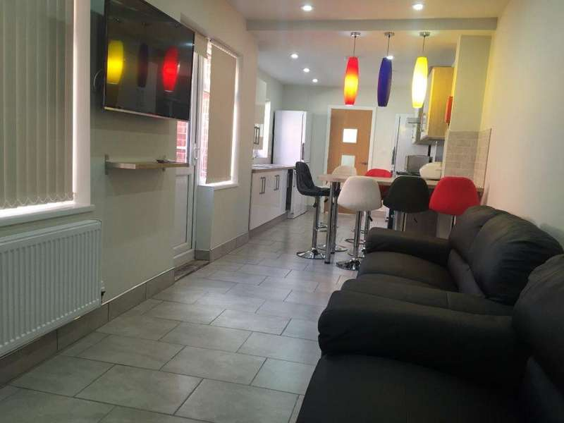 6 Bedrooms House for rent in First Avenue, B29 7NS