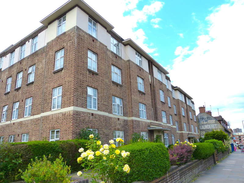 4 Bedrooms Apartment Flat for sale in Windsor Court Golders Green Road, GOLDERS GREEN, London, NW11
