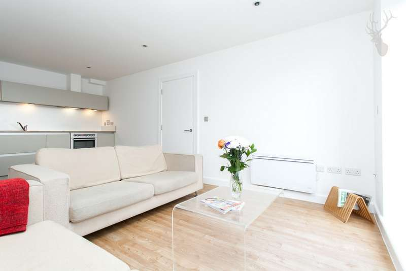 2 Bedrooms Flat for sale in Rosegate House, Hereford Road, Bow, E3