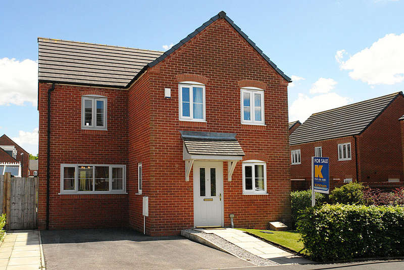 4 Bedrooms Detached House for sale in 58 North Dene Park, Chadderton