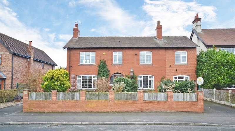 4 Bedrooms Detached House for sale in Castle Road, Sandal, Wakefield