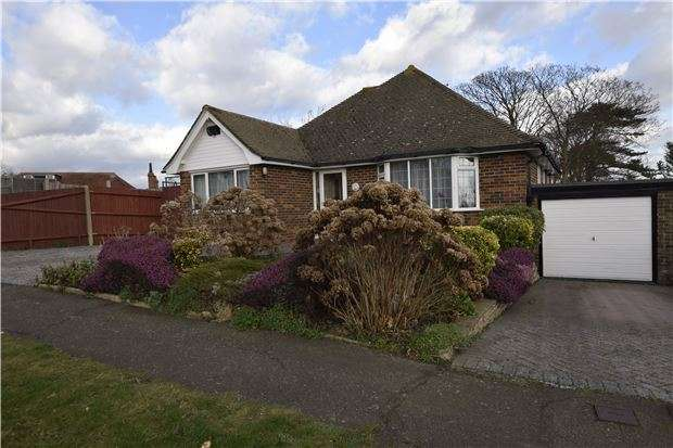 3 Bedrooms Detached Bungalow for sale in Gatelands Drive, BEXHILL-ON-SEA, East Sussex, TN39 4DP