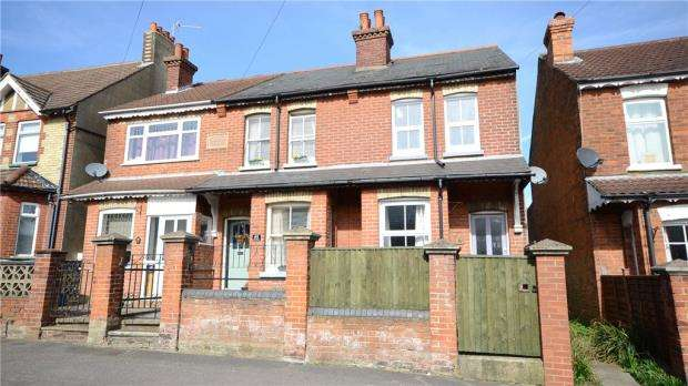 2 Bedrooms End Of Terrace House for sale in Holly Road, Aldershot, Hampshire