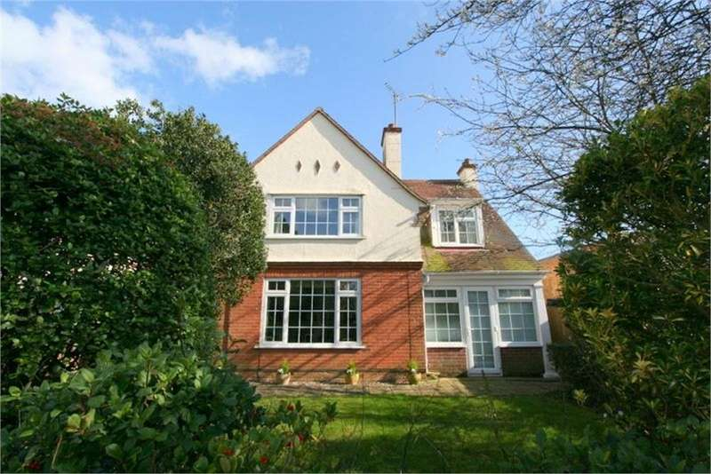 4 Bedrooms Detached House for sale in Connaught Avenue, FRINTON-ON-SEA, Essex