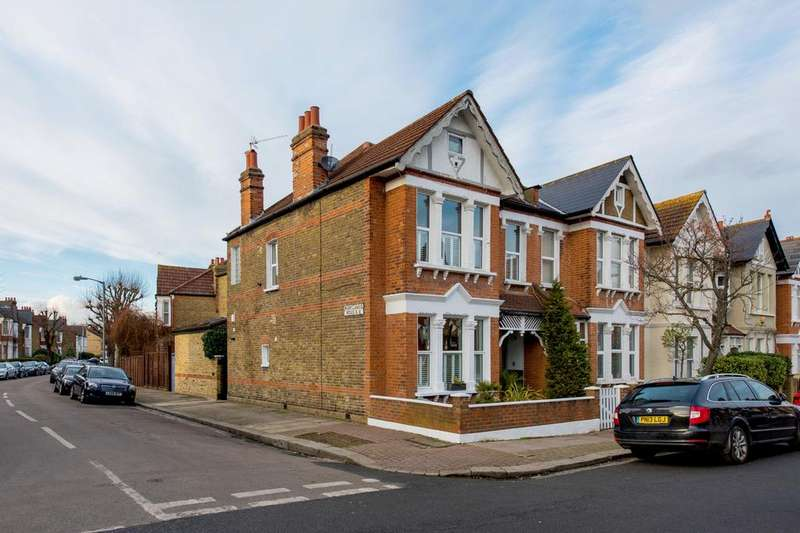 2 Bedrooms Flat for sale in Nimrod Road, SW16