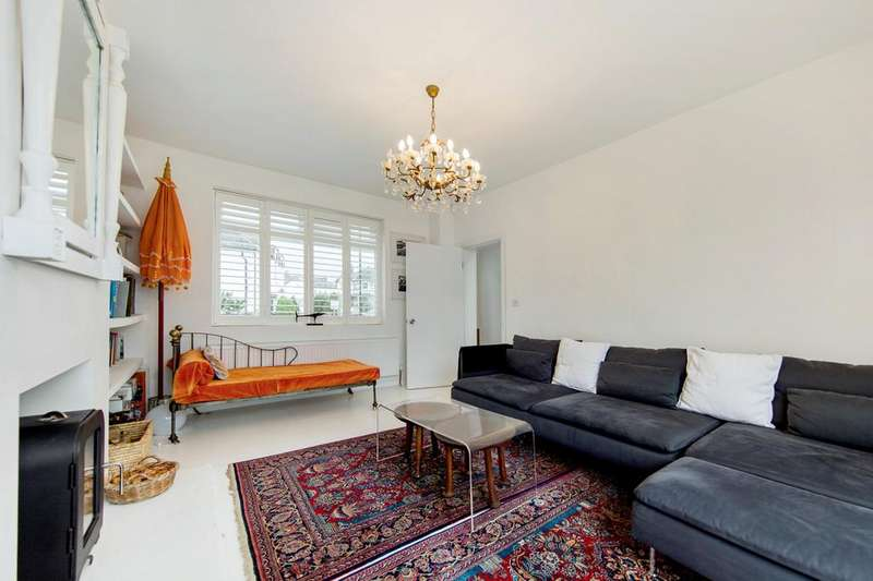 3 Bedrooms Detached House for sale in Glennie Road, SE27