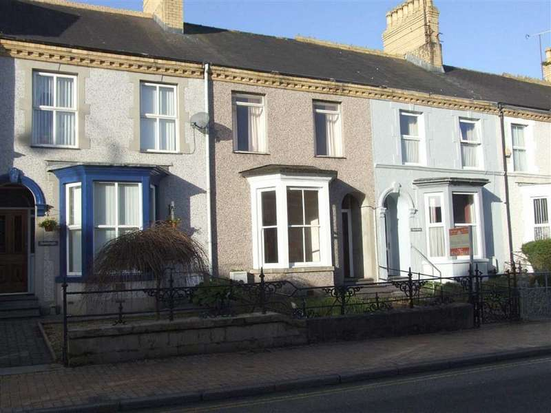 3 Bedrooms Terraced House for sale in 6 Caradog Villas, Llangefni, Anglesey, LL77