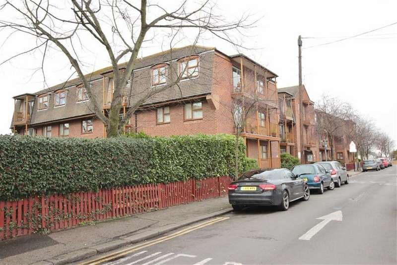 2 Bedrooms Retirement Property for sale in Chalkwell Park Drive, Leigh-On-Sea, Essex