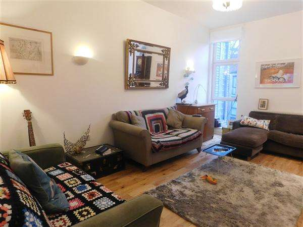 3 Bedrooms Town House for sale in Southcombe Walk, Hulme, Manchester