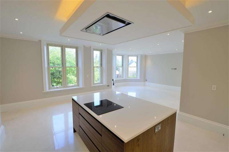 2 Bedrooms Apartment Flat for sale in The Galleries, Bowdon, Cheshire, WA14