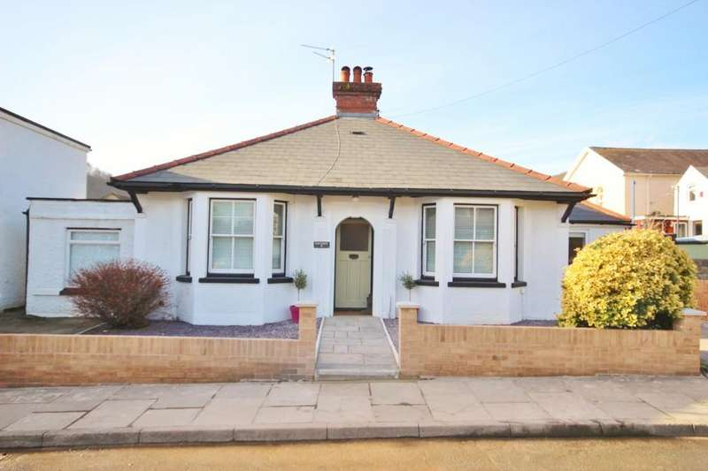 4 Bedrooms Detached Bungalow for sale in Cross Street, Tongwynlais, Cardiff