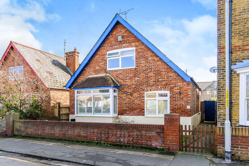 4 Bedrooms Detached House for sale in Warwick Road, Whitstable, CT5