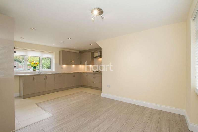 4 Bedrooms Terraced House for sale in Heronswood Road