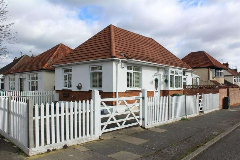 2 Bedrooms Detached Bungalow for sale in Hazel Rise, Hornchurch, RM11