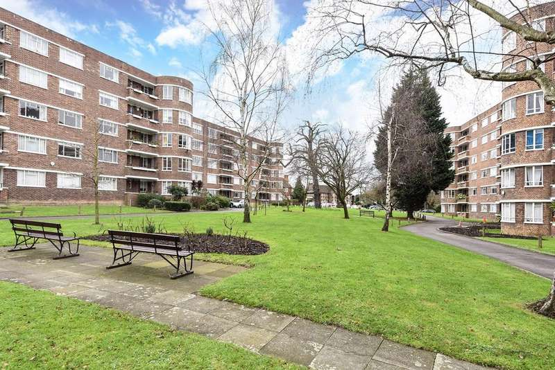 1 Bedroom Ground Flat for sale in Champion Hill, London, SE5