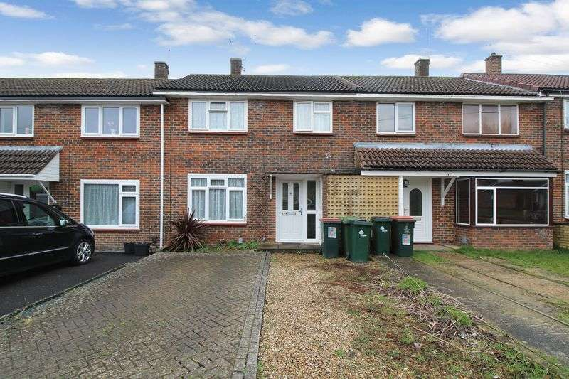 3 Bedrooms Terraced House for sale in Gloucester Road, Crawley