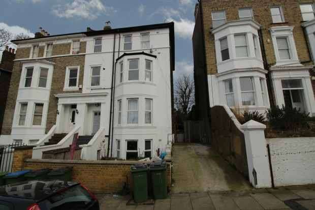 3 Bedrooms Apartment Flat for sale in Eglinton Hill, London, Greater London, SE18 3DU