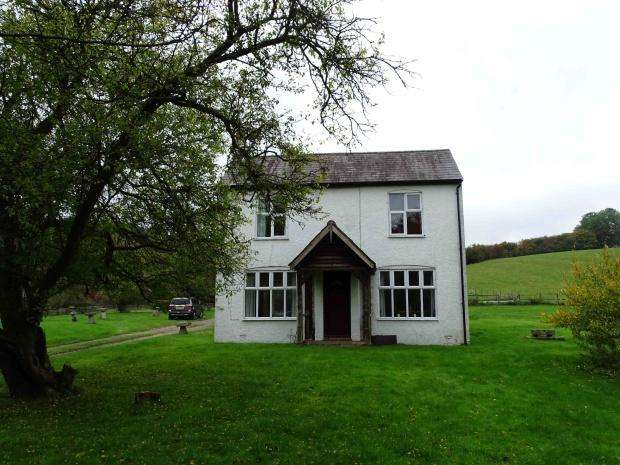 4 Bedrooms Detached House for sale in Valley Road, Hughenden Valley, High Wycombe, HP14