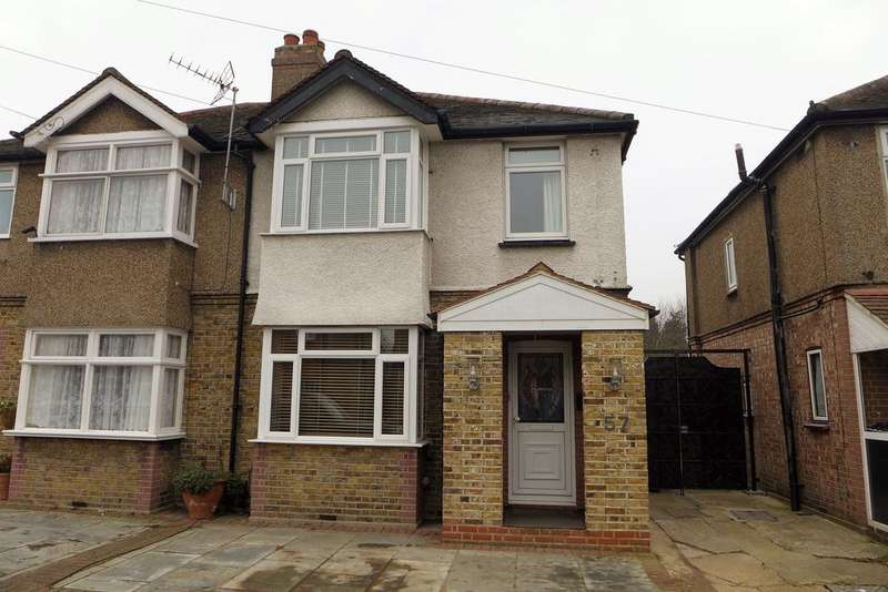 3 Bedrooms Semi Detached House for sale in Gladstone Avenue, Feltham
