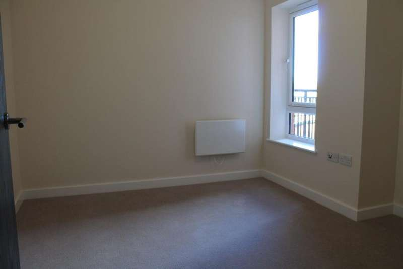 2 Bedrooms Apartment Flat for sale in Golding House, Beaufort Square, Beaufort Park, NW9