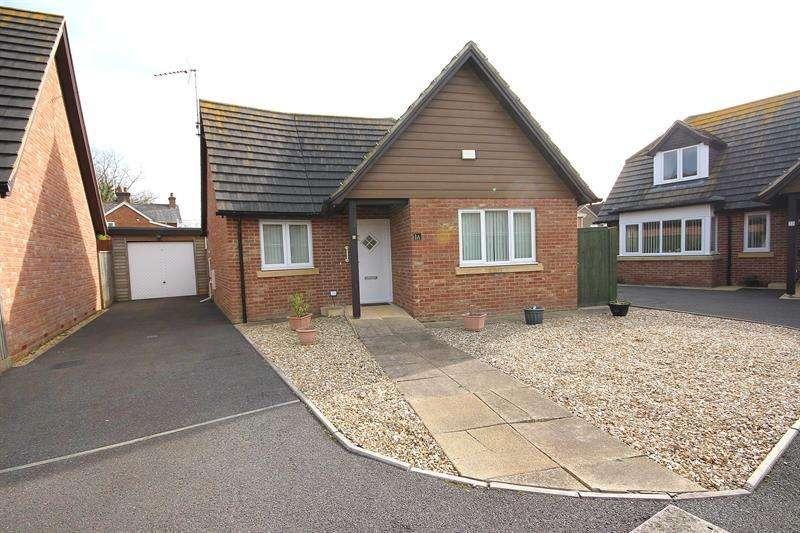 2 Bedrooms Detached Bungalow for sale in Stour View Gardens, Corfe Mullen, Wimborne