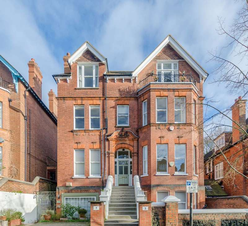 3 Bedrooms Maisonette Flat for sale in Chesterford Gardens, Hampstead, NW3