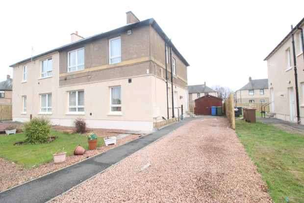 2 Bedrooms Flat for sale in Hawthorn Street, Grangemouth, Stirlingshire, FK3 8ND