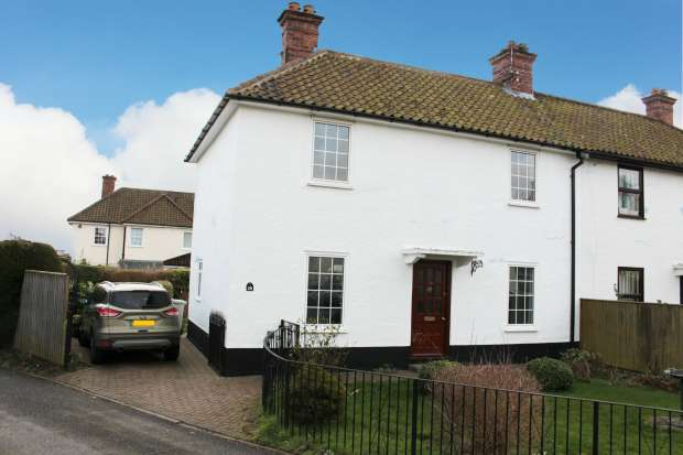 3 Bedrooms Semi Detached House for sale in Lacey Gardens, Louth, Lincolnshire, LN11 8DG