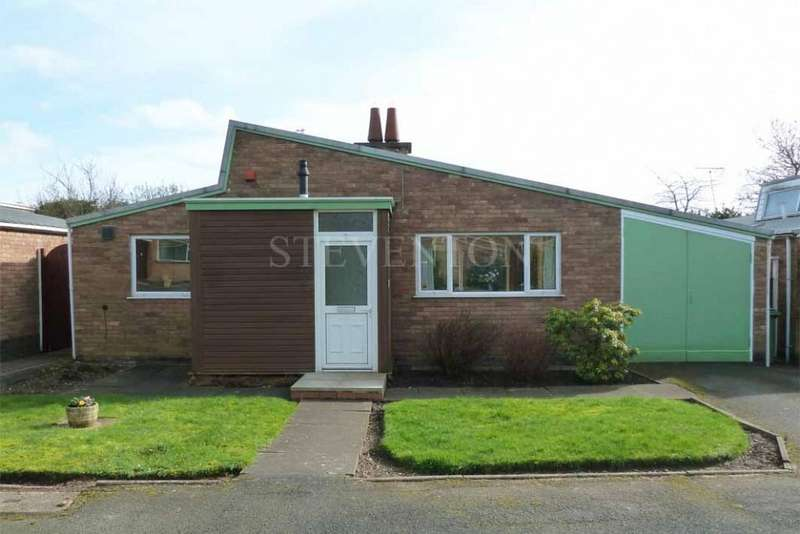 2 Bedrooms Detached Bungalow for sale in Stoneacre Close, Castlecroft, Wolverhampton