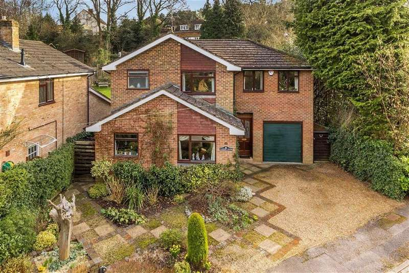 4 Bedrooms Detached House for sale in Kiln Lane, Farnham, Surrey