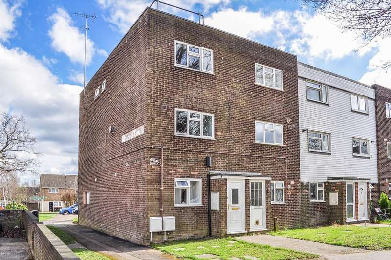 2 Bedrooms Maisonette Flat for sale in Nimrod Court, Pound Hill