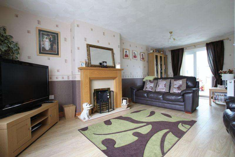 4 Bedrooms Semi Detached House for sale in Stad Ty Croes, Llanfairpwllgwyngyll