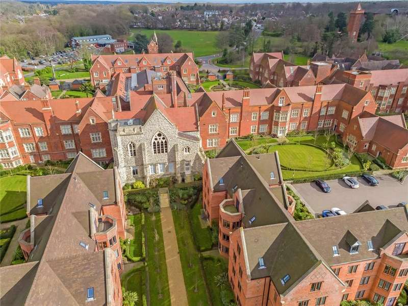 2 Bedrooms Apartment Flat for sale in Tudor Court, The Galleries, Brentwood, Essex, CM14