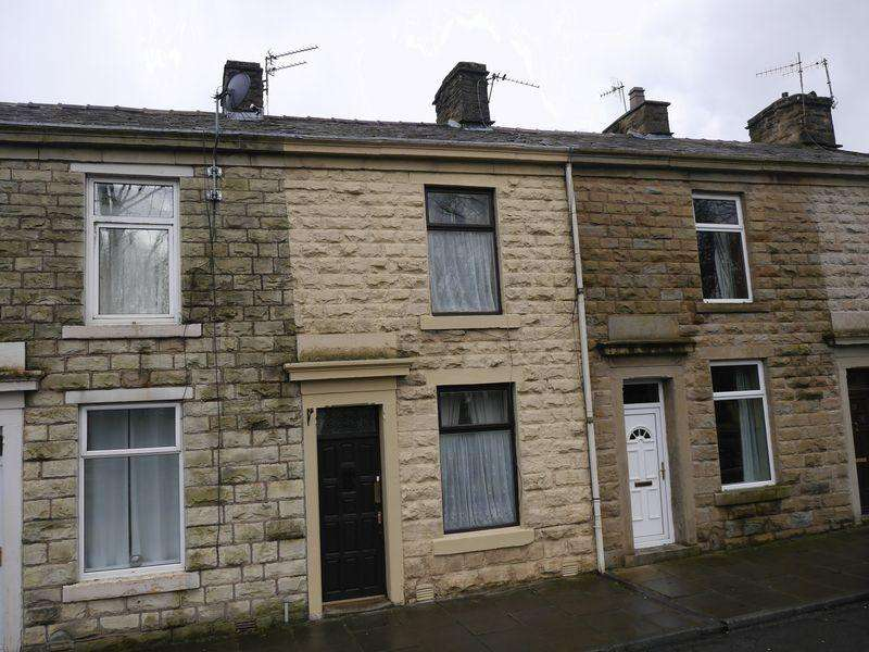 2 Bedrooms Terraced House for sale in Grange Street, Clayton le Moors.